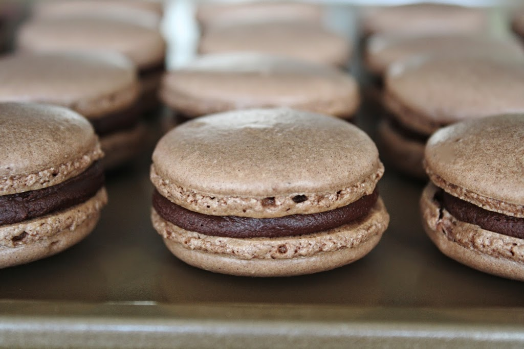 Chocolate Macarons | livforcake.com