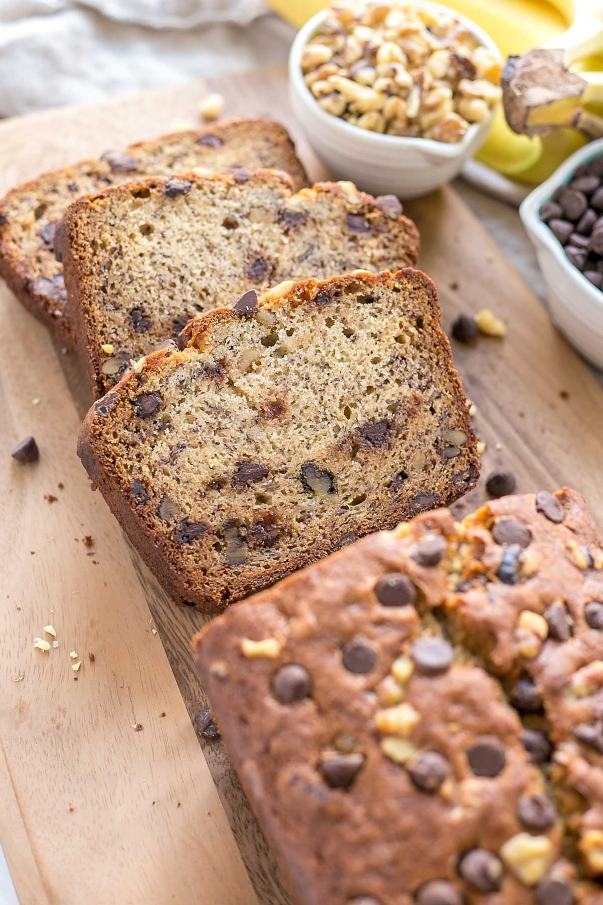 This easy Chocolate Chip Banana Bread is the perfect snack for any time of day! | livforcake.com