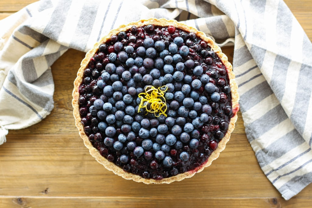 Overhead shot of the tart on a wooden table.