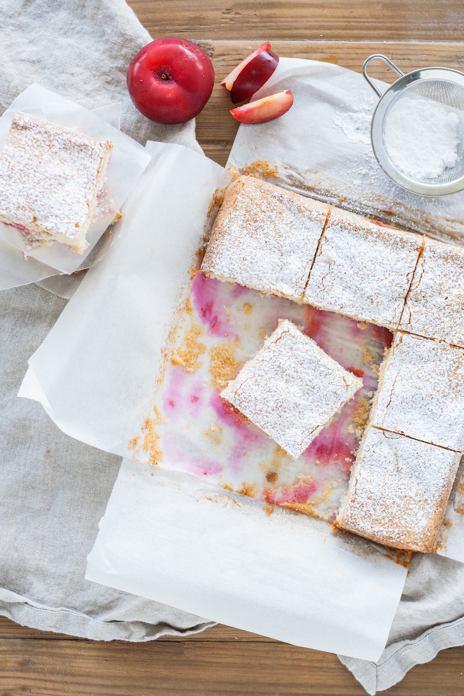 This easy to make plum cake is the perfect dessert for summer.   livforcake.com