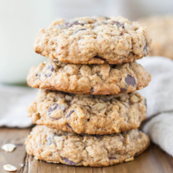 Soft and chewy oatmeal chocolate chip cookies. | livforcake.com