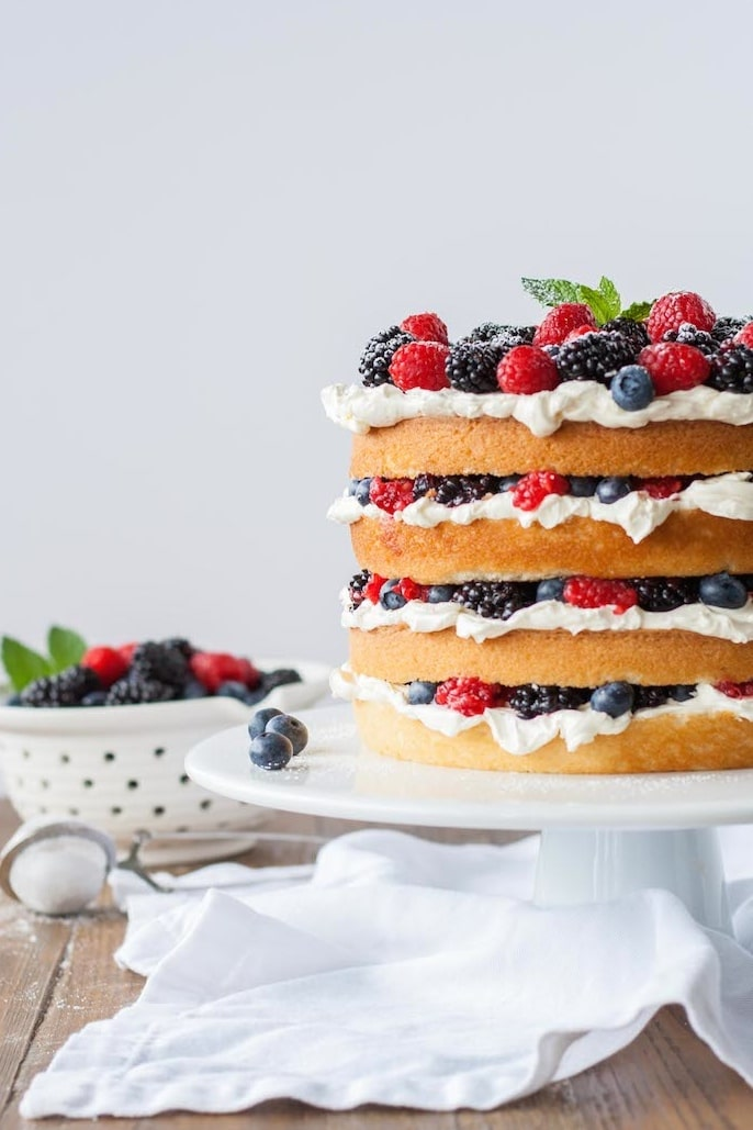 Layers of vanilla cake, swiss meringue buttercream, and loads of fresh berries. | livforcake.com