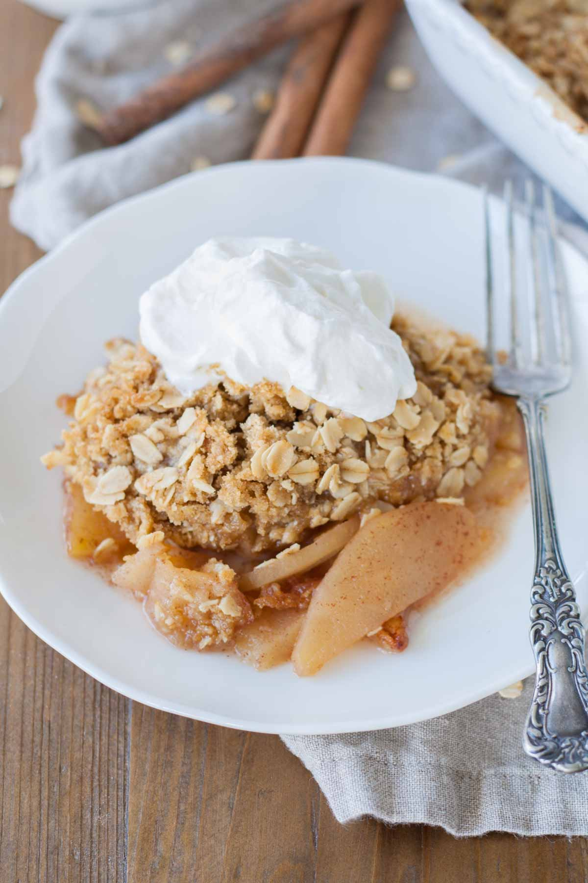 Close up of apple crisp.