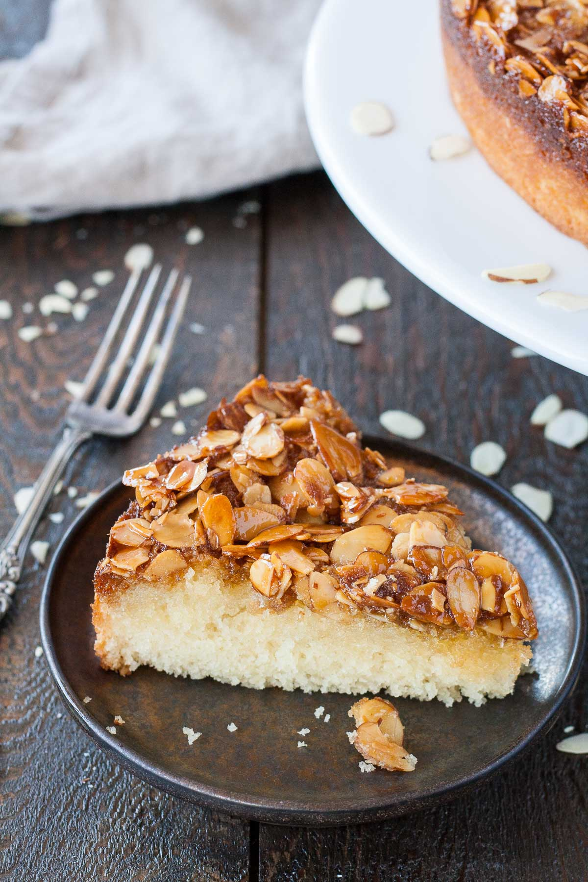 This easy Caramel Almond Upside-Down Cake is packed with almond flavour and has just the right amount of sweetness. A perfect pairing for your afternoon tea. | livforcake.com