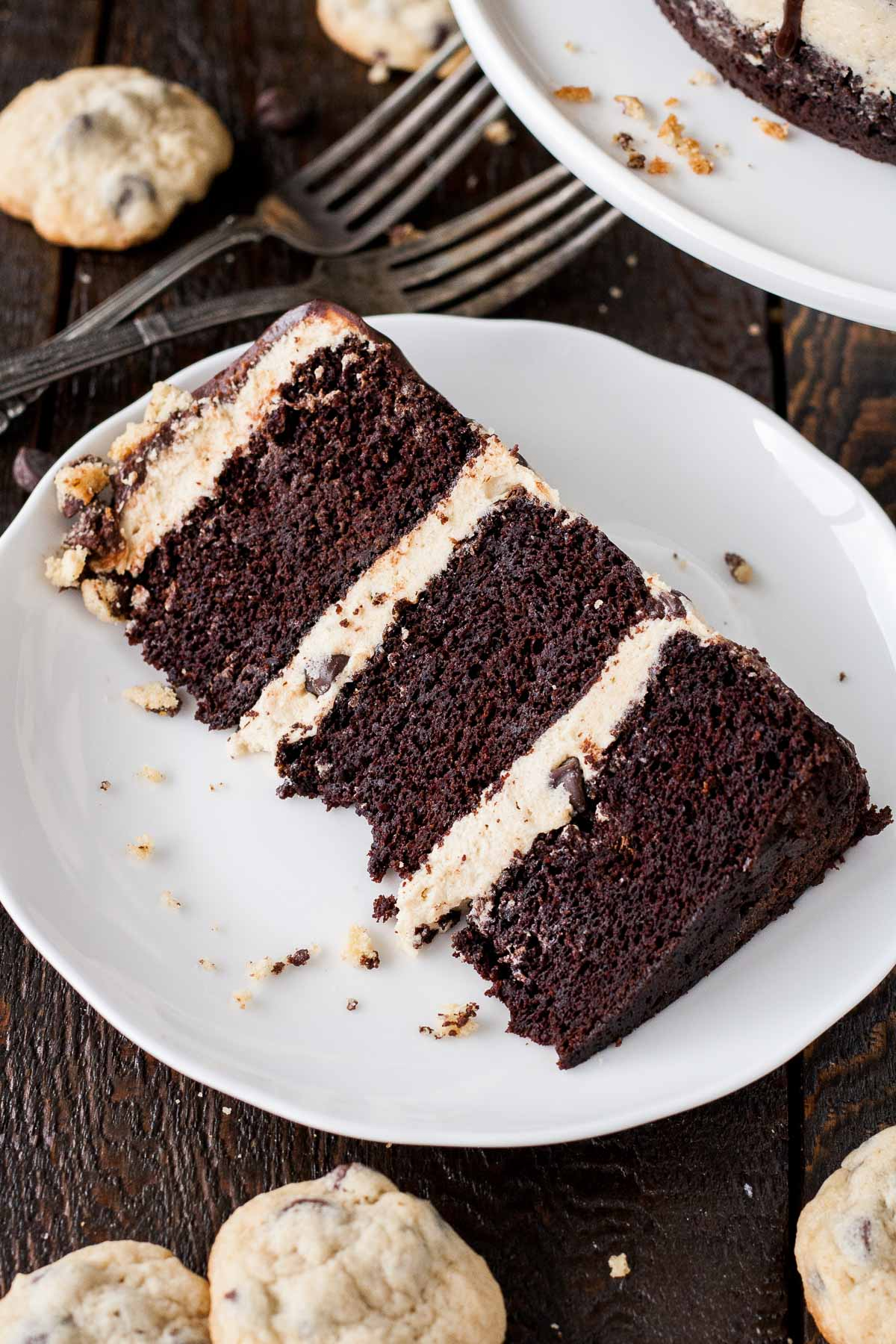Combine classic chocolate cake with your favourite guilty pleasure in this Cookie Dough Cake! | livforcake.com