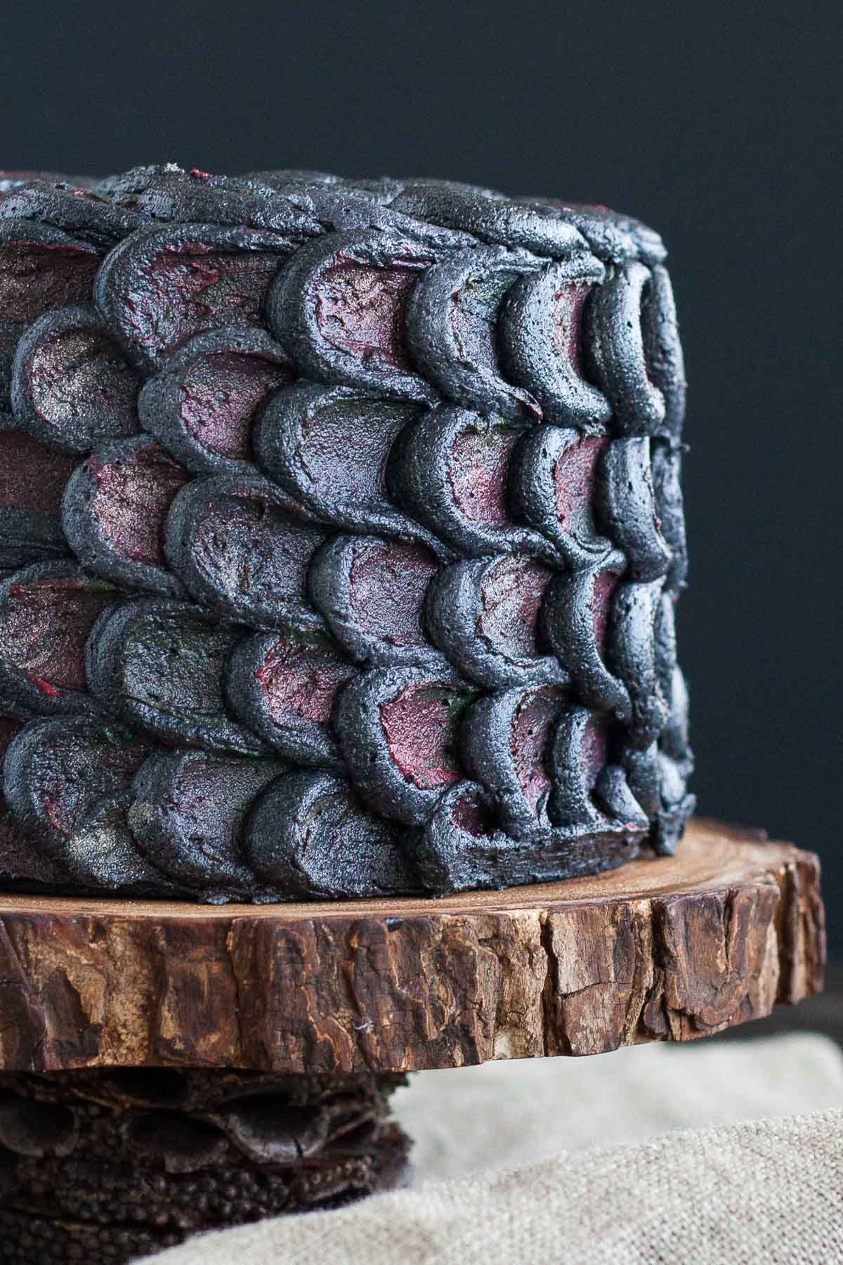 Use this simple decorating technique to create the perfect red velvet Dragonscale Cake and impress your Game of Thrones loving friends! | livforcake.com