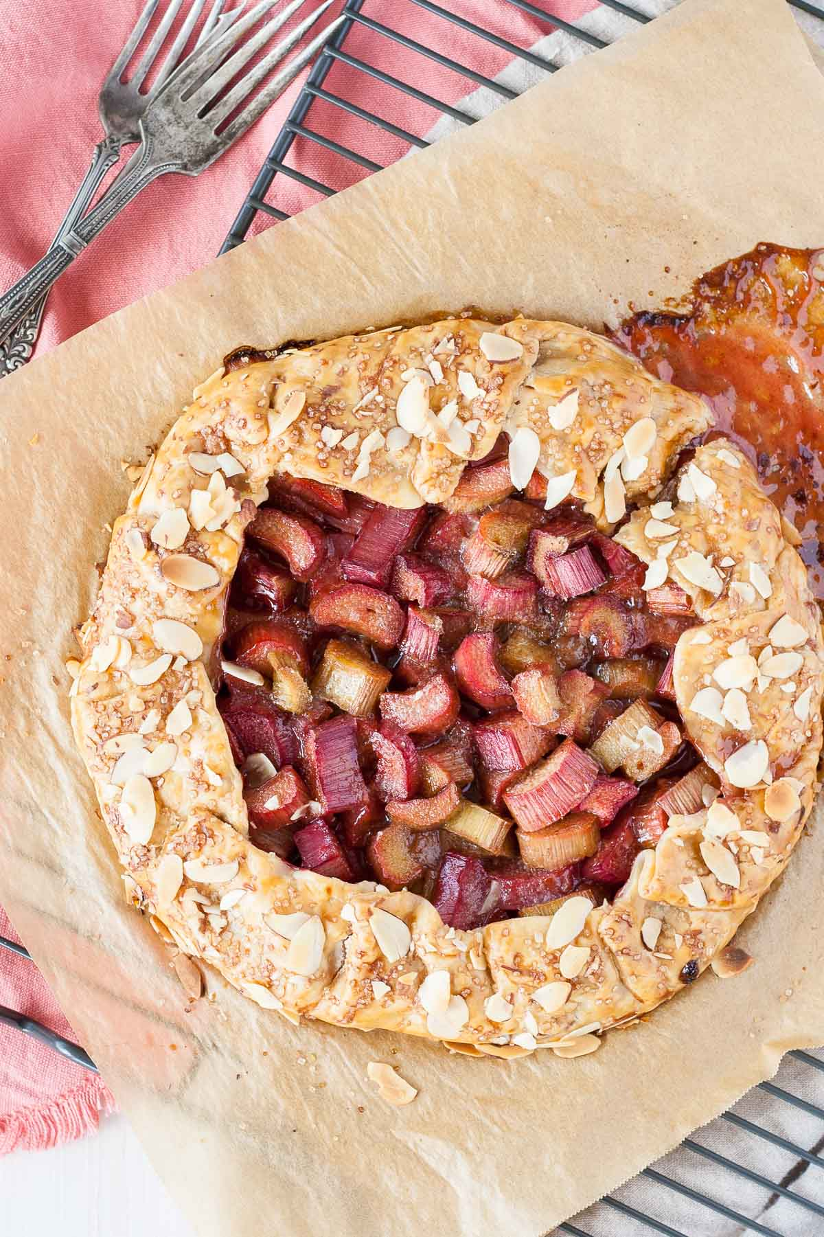 Make the most of Rhubarb season! 10 minutes of prep time is all your need to make this simple Rhubarb Galette. | livforcake.com