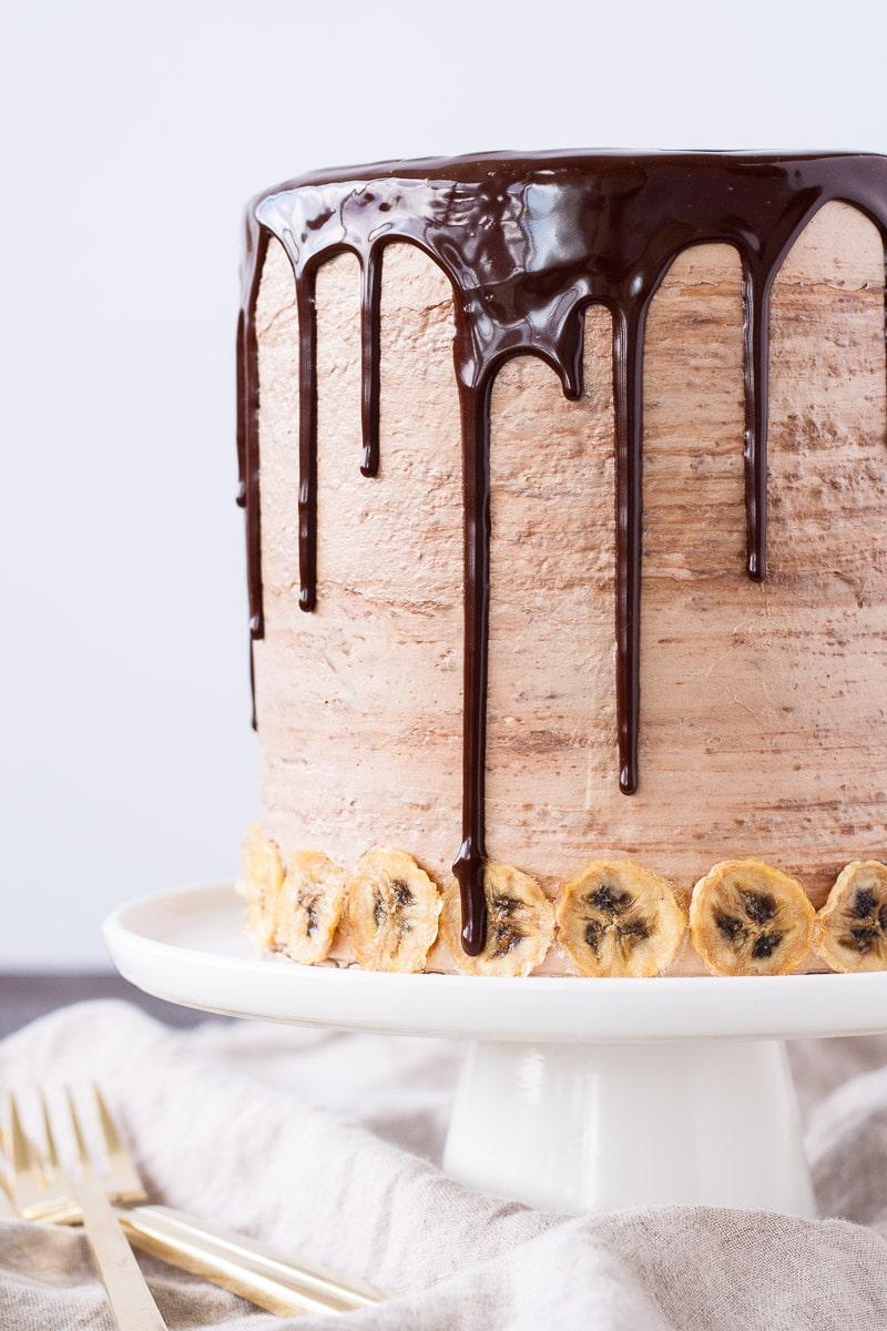 Nutella Banana Cake! Layers of fluffy banana cake, silky Nutella buttercream, and crunchy hazelnut meringue. | livforcake.com