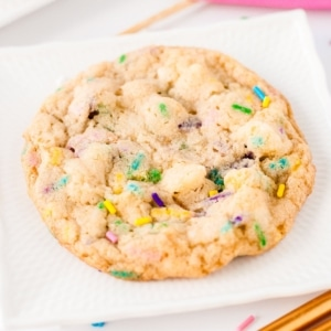 Close up of a cookie.