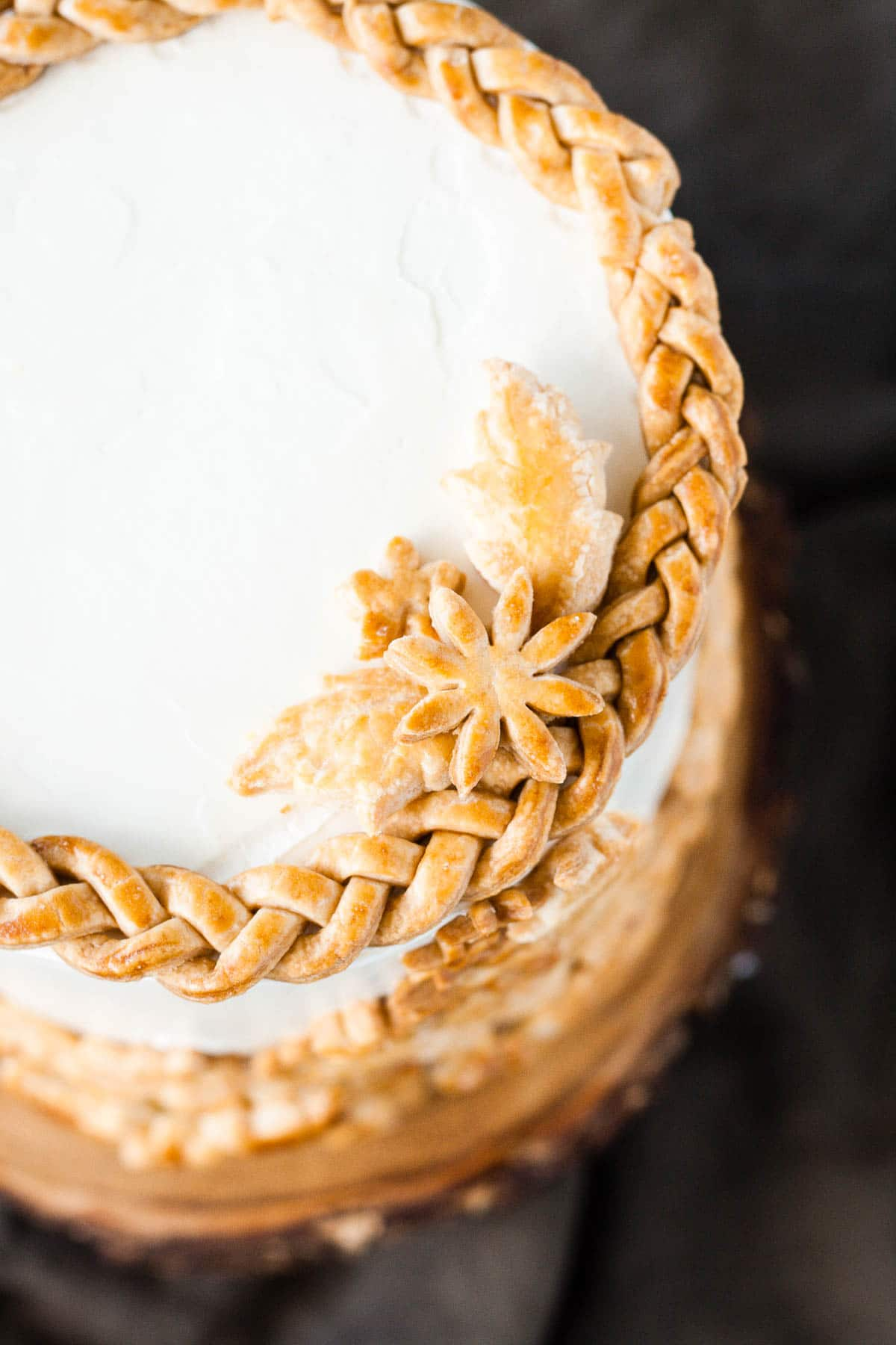 Apple Pie Cake! Layers of spice cake, vanilla buttercream, apple pie filling, and even flakey pie crust. | livforcake.com