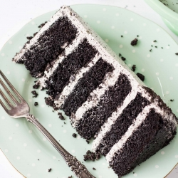 An Oreo lovers dream! Layers of Oreo cake, buttercream, and chopped up Oreos for some crunch. | livforcake.com