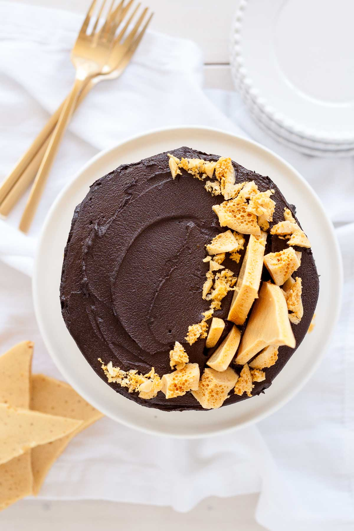 This Dark Chocolate Honeycomb cake is the ultimate dark chocolate cake! Layered with a rich fudge frosting and homemade honeycomb. | livforcake.com