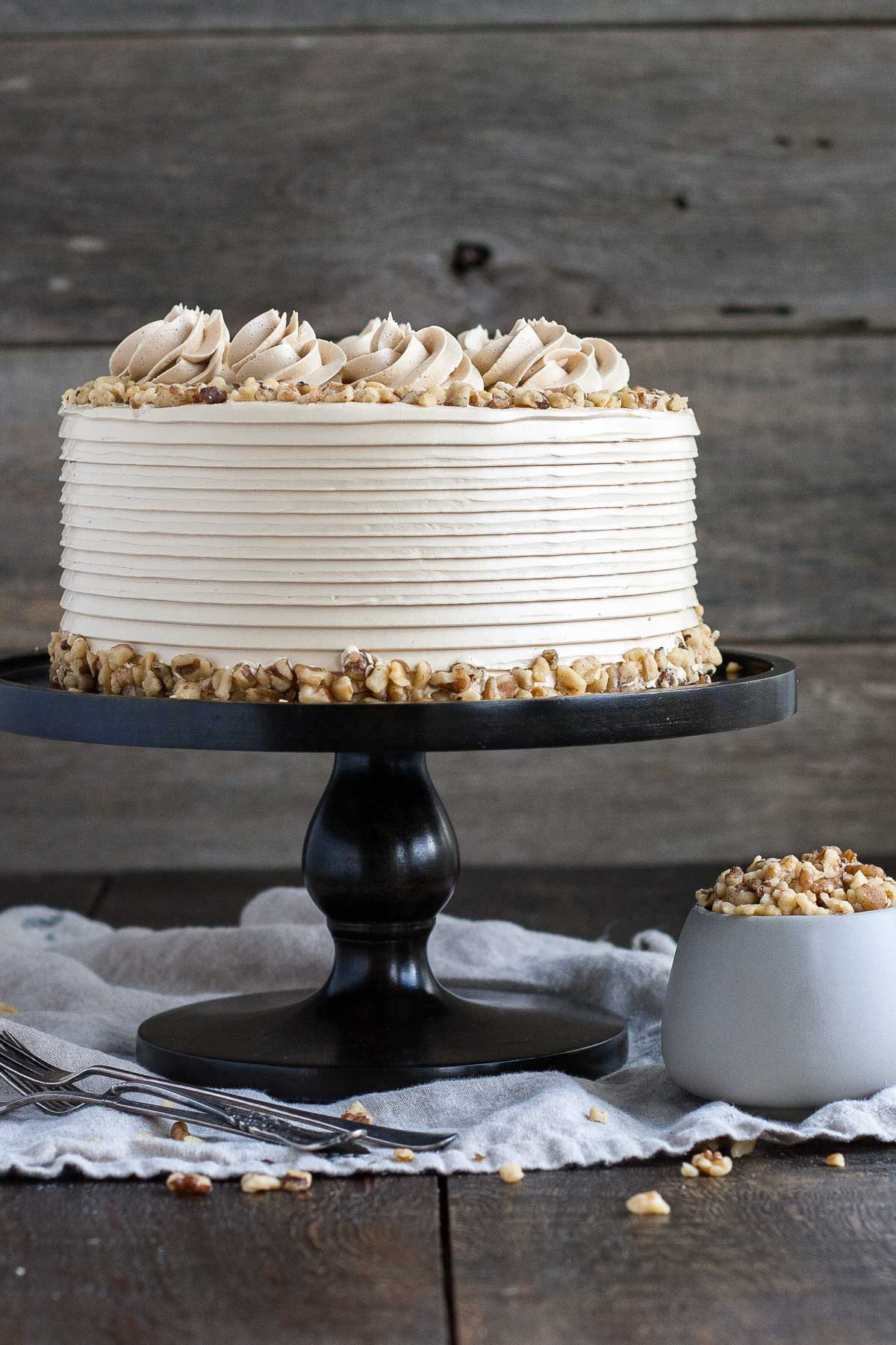 This toasted walnut cake with brown sugar buttercream is the perfect cake for the holidays. | livforcake.com