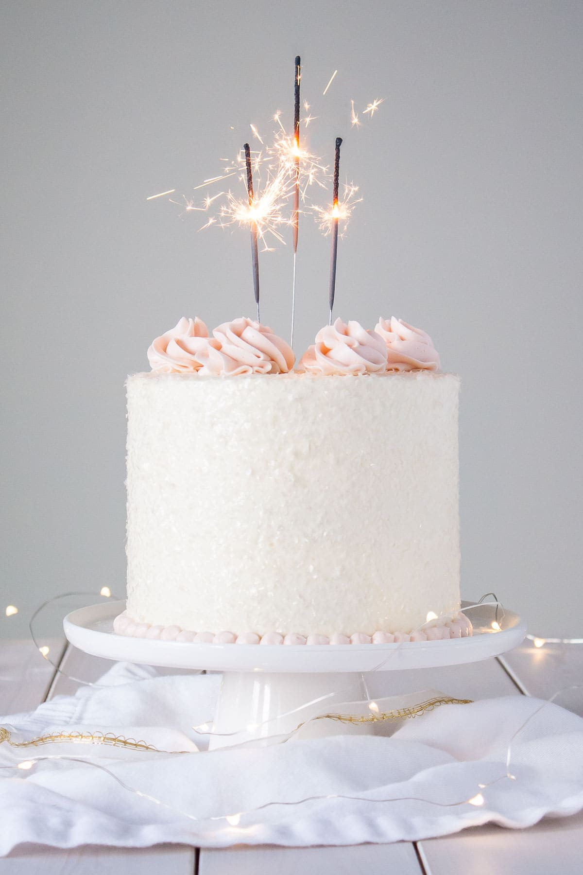 This Pink Champagne Cake Is The Perfect Way To Celebrate Any Occasion Or Holiday A Infused With Clic Vanilla Ercream