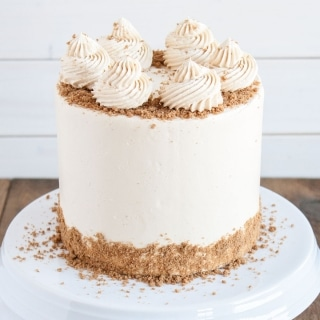 This Cookie Butter Cake pairs a fluffy vanilla cake with a sweet cookie butter frosting and some crushed speculoos cookies for some crunch. | livforcake.com