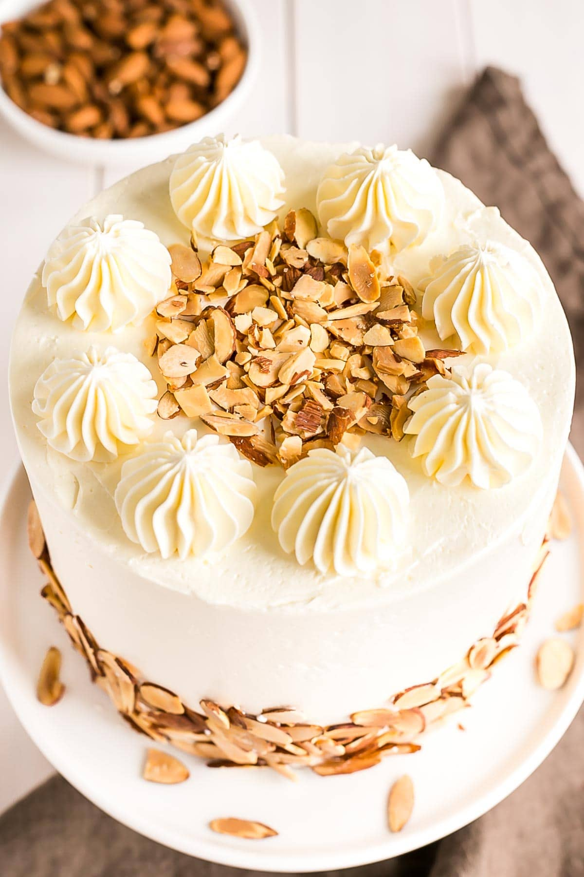 Almond cake with toasted almonds