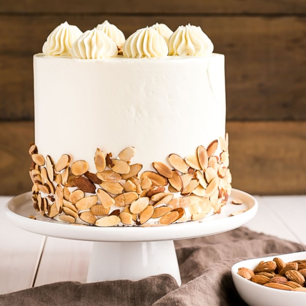 This Almond Amaretto Cake is a must for any almond lover! Almond cake layers infused with Amaretto liqueur paired with a classic vanilla buttercream. | livforcake.com