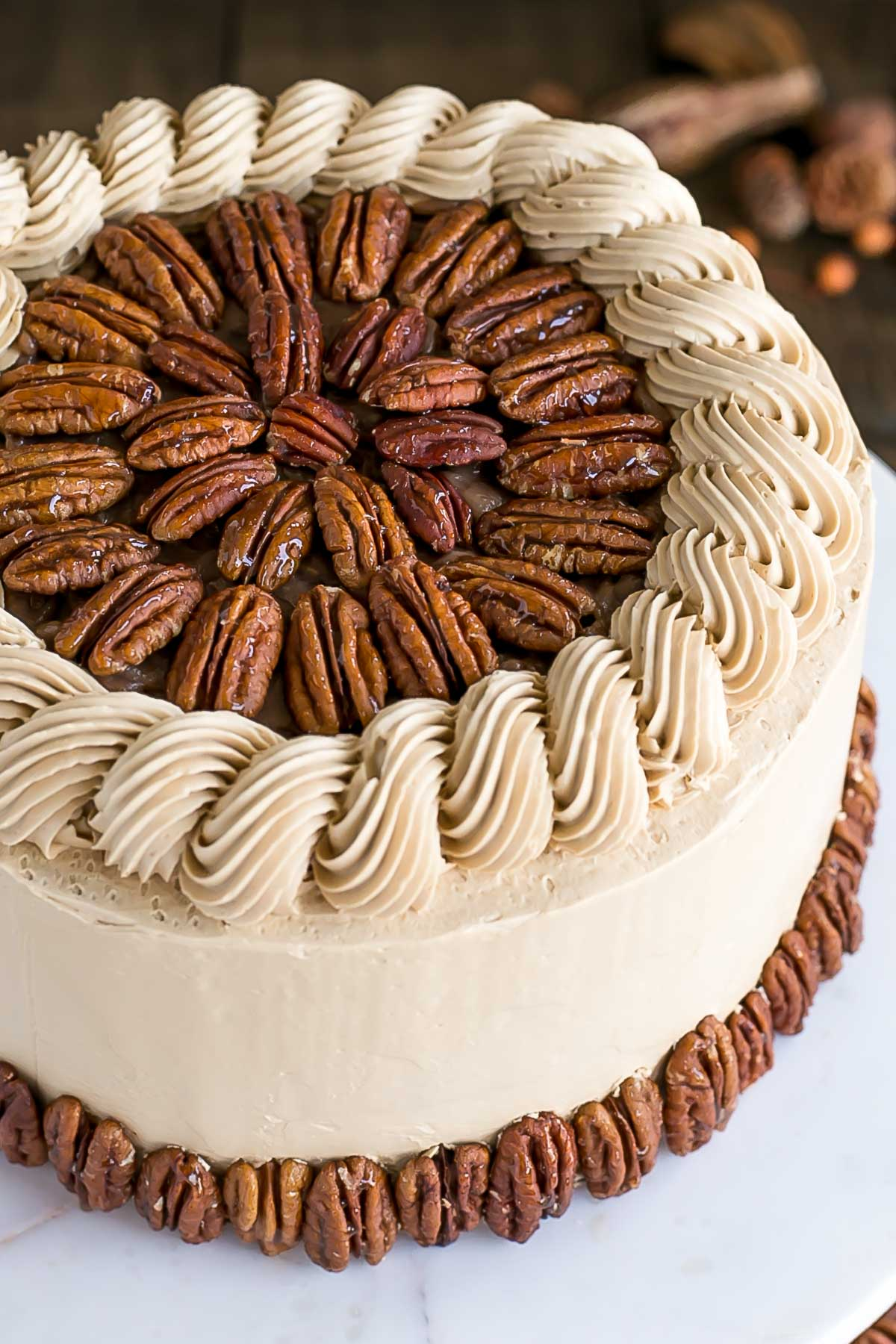 This Pecan Pie Cake is perfect for your holiday get-togethers! Brown sugar cake layers and buttercream filled with traditional pecan pie filling. | livforcake.com