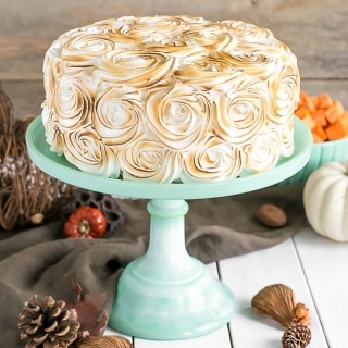 Transform a traditional Thanksgiving side dish into the perfect dessert with thisSweet Potato Cake with Marshmallow Frosting. | livforcake.com