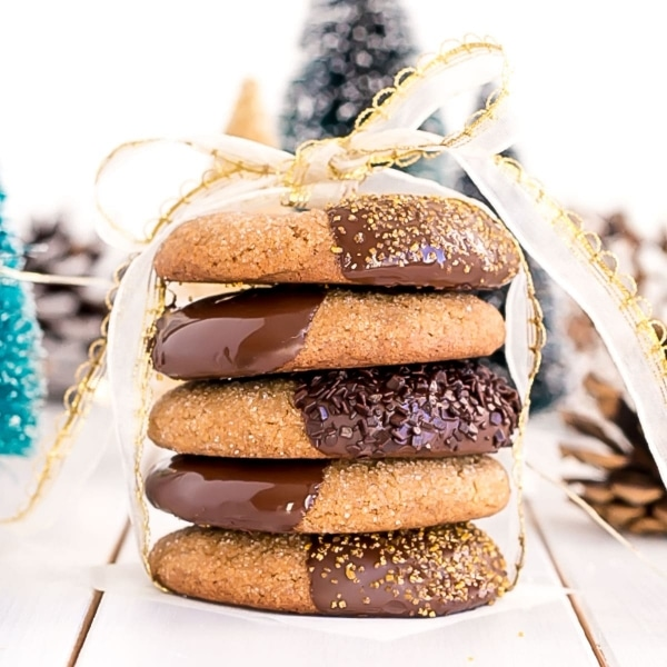 These Chocolate Dipped Ginger Cookies are the perfect treat for the holiday season! Chewy ginger spiced cookies dipped in dark chocolate. | livforcake.com