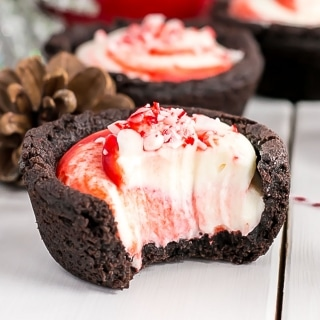 These Chocolate Peppermint Cookie Cups are the perfect make-ahead treat for the holidays! | livforcake.com