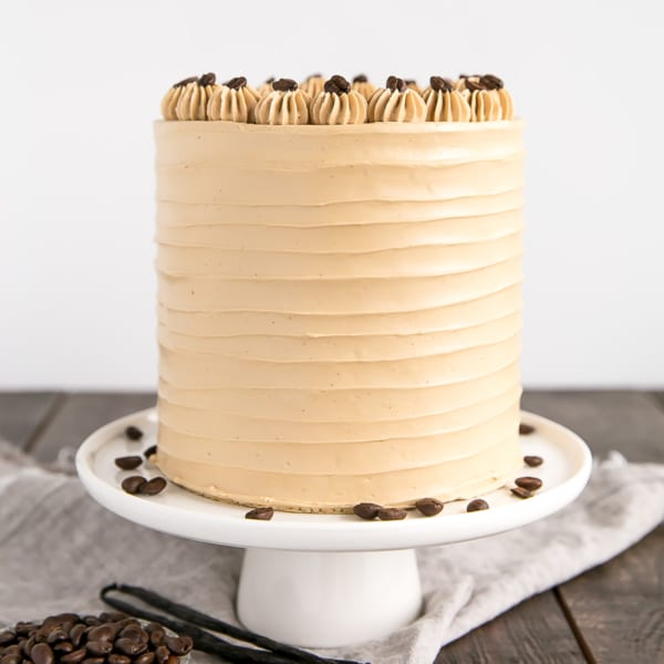 This Vanilla Latte Cake transforms a classic coffee beverage into a delicious dessert! Infused with espresso and vanilla, it is perfect for the coffee lover in your life. | livforcake.com