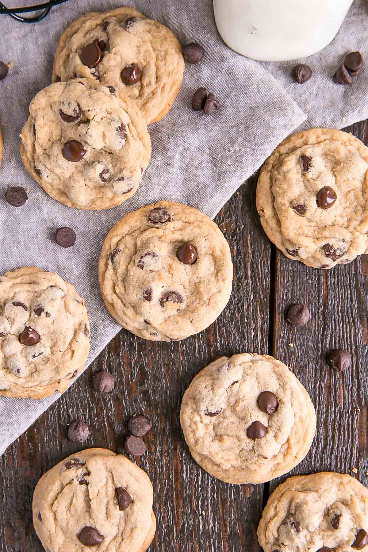 Enhance classic chocolate chip cookies with the nutty flavour of brown butter!  | livforcake.com