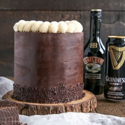 Baileys & Guinness Cake! A rich chocolate cake infused with Guinness paired with a Baileys dark chocolate ganache and a Baileys buttercream. | livforcake.com