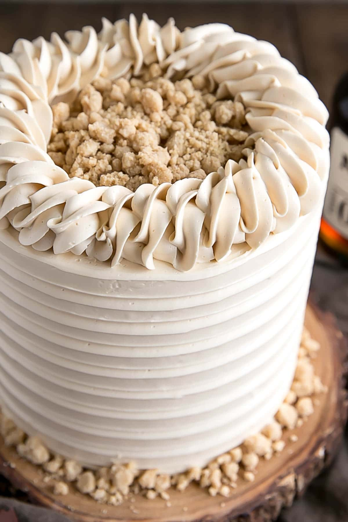 Close up of rope border on a maple cake with maple streusel.
