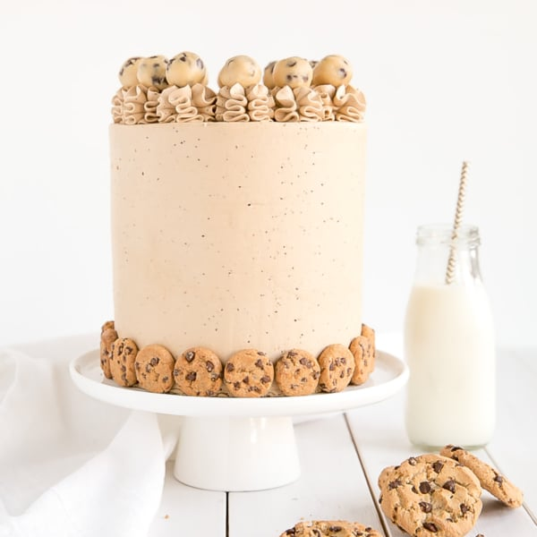This Chocolate Chip Cookie Cake has brown sugar chocolate chip cake layers, a cookie dough filling, and a chocolate chip cookie frosting! | livforcake.com