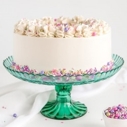 This Classic White Cake recipe pairs fluffy vanilla cake layers with a silky white Swiss meringue buttercream. | livforcake.com