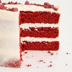 Classic Red Velvet Cake! Tender rich red cake layers with a hint of chocolate paired with a tangy cream cheese frosting. | livforcake.com