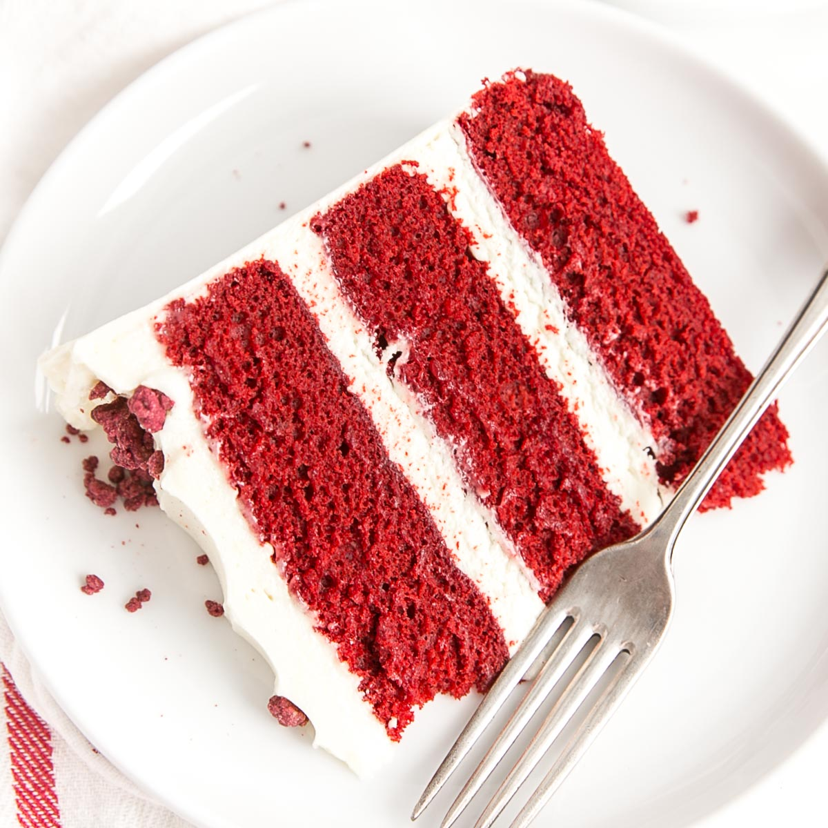 Red Velvet Cake With White Chocolate Ganache Frosting Bake My Way