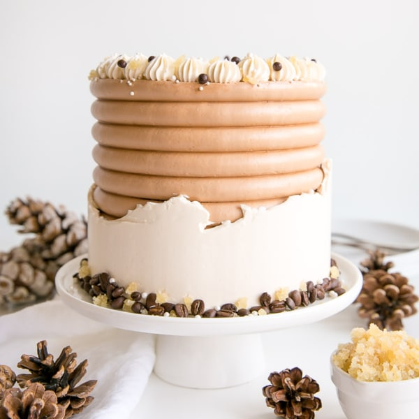 This Gingerbread Latte Cake is your favourite Holiday drink in cake form! Gingerbread spice cake layers with an espresso buttercream. | livforcake.com