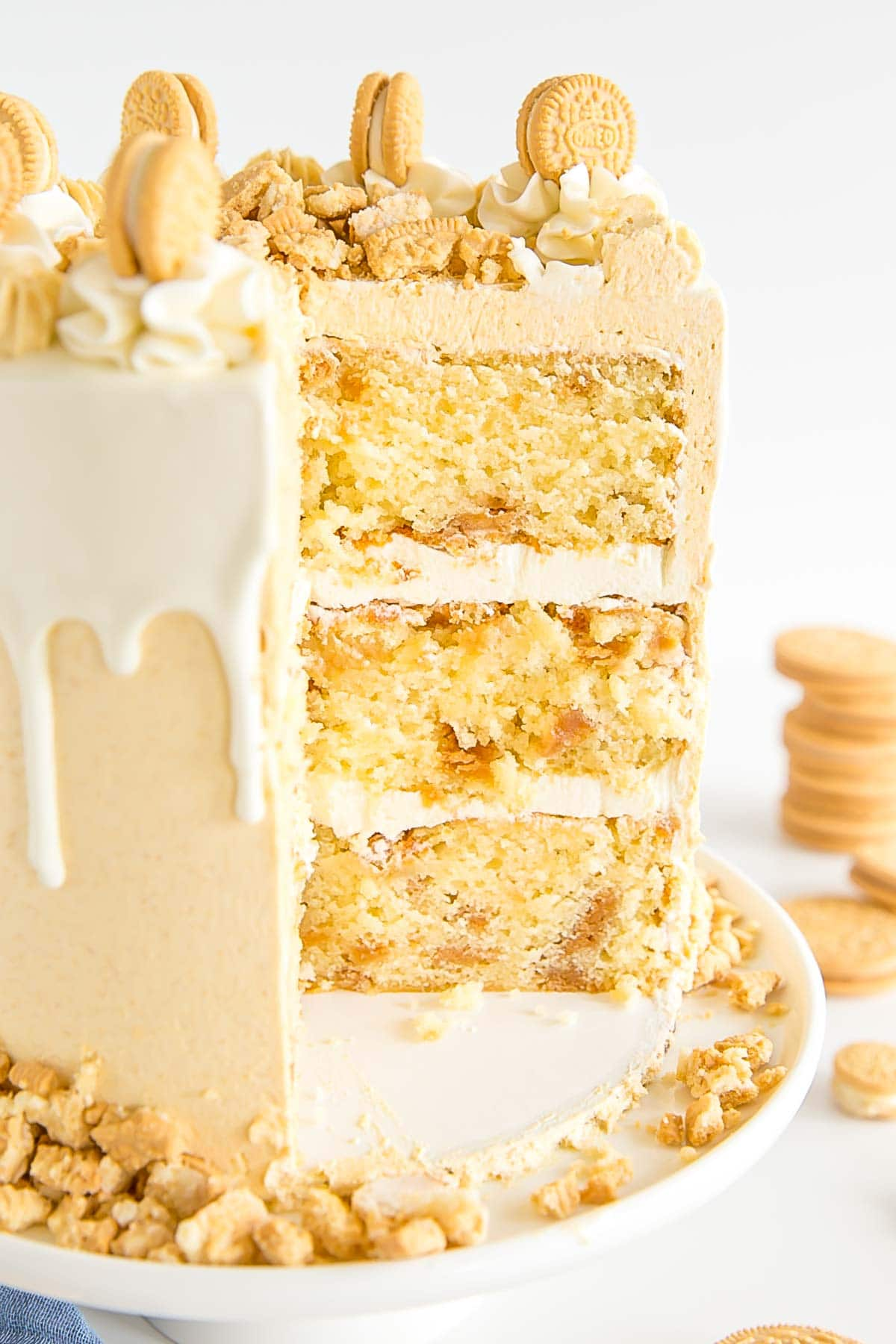 Cross-section of the Golden Oreo cake showing the cake layers